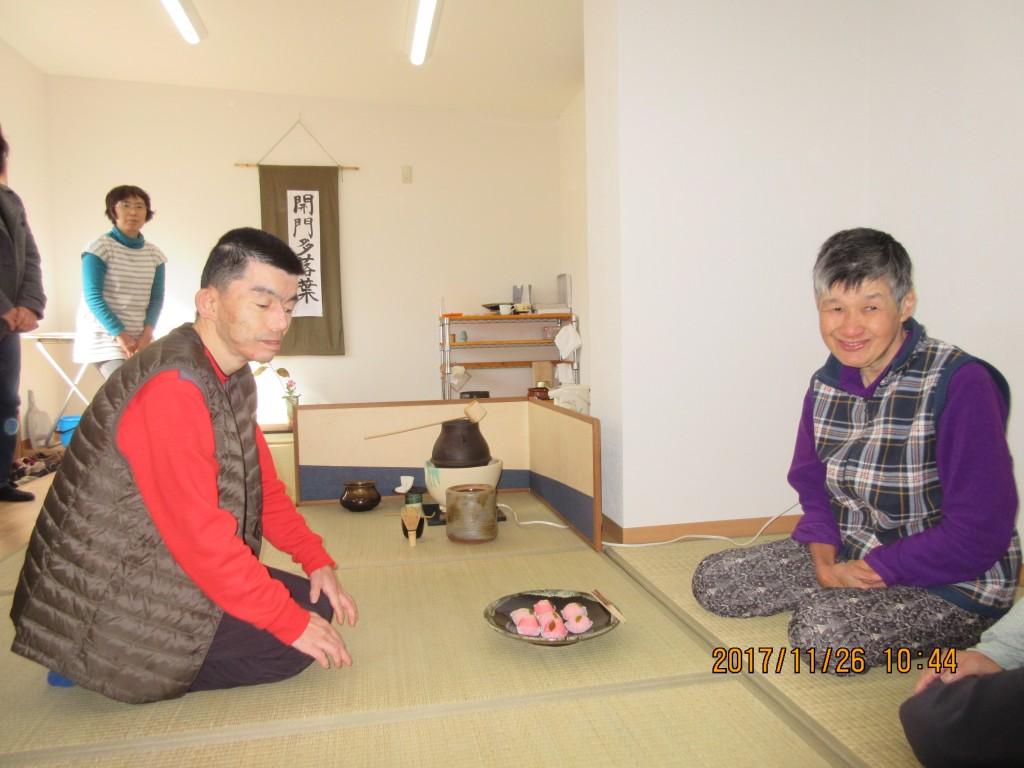 すかい寮 11月「わさび」と「からし」の茶道教室