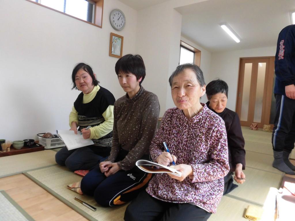 すかい寮 4月「わさび」と「からし」の茶道教室