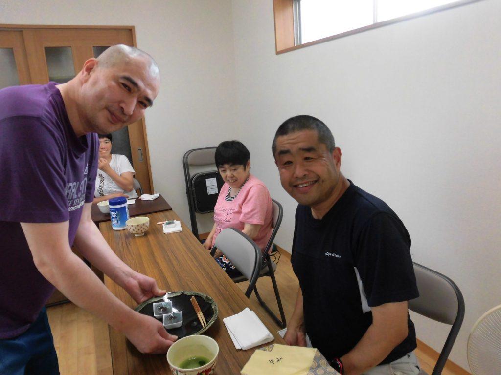 すかい寮 8月「わさび」と「からし」の茶道教室
