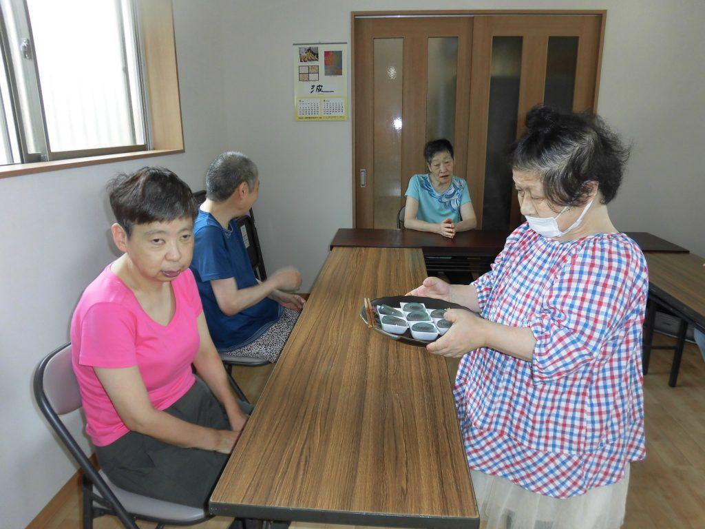 8月「わさび」と「からし」の茶道教室